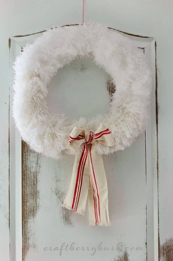 DIY wreath flufflychristmaswreathcraftberrybush2