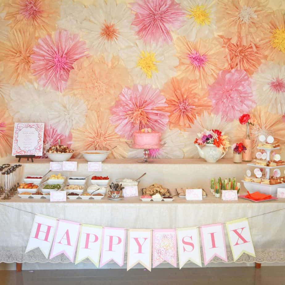 5 ways to decorate a party with tissue paper