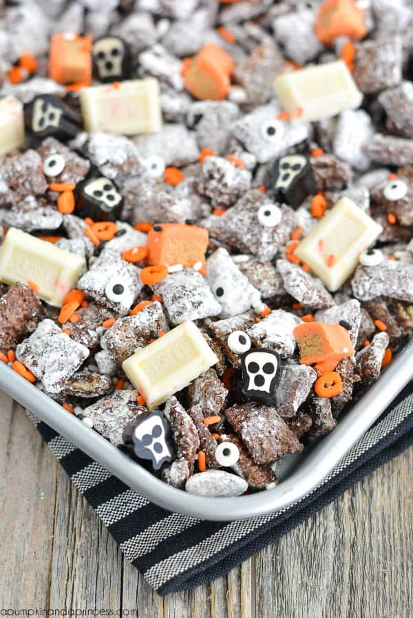 Simple Halloween treat muddy buddies