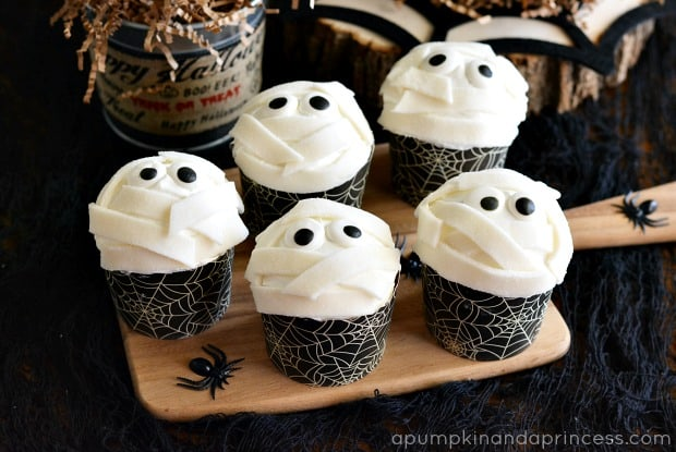 Halloween Treats Mummy Cupcakes