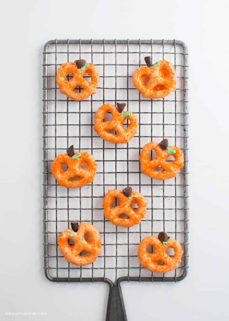 simple halloween treats pretzel pumpkins