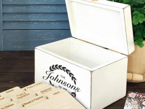 Personalized box with dividers